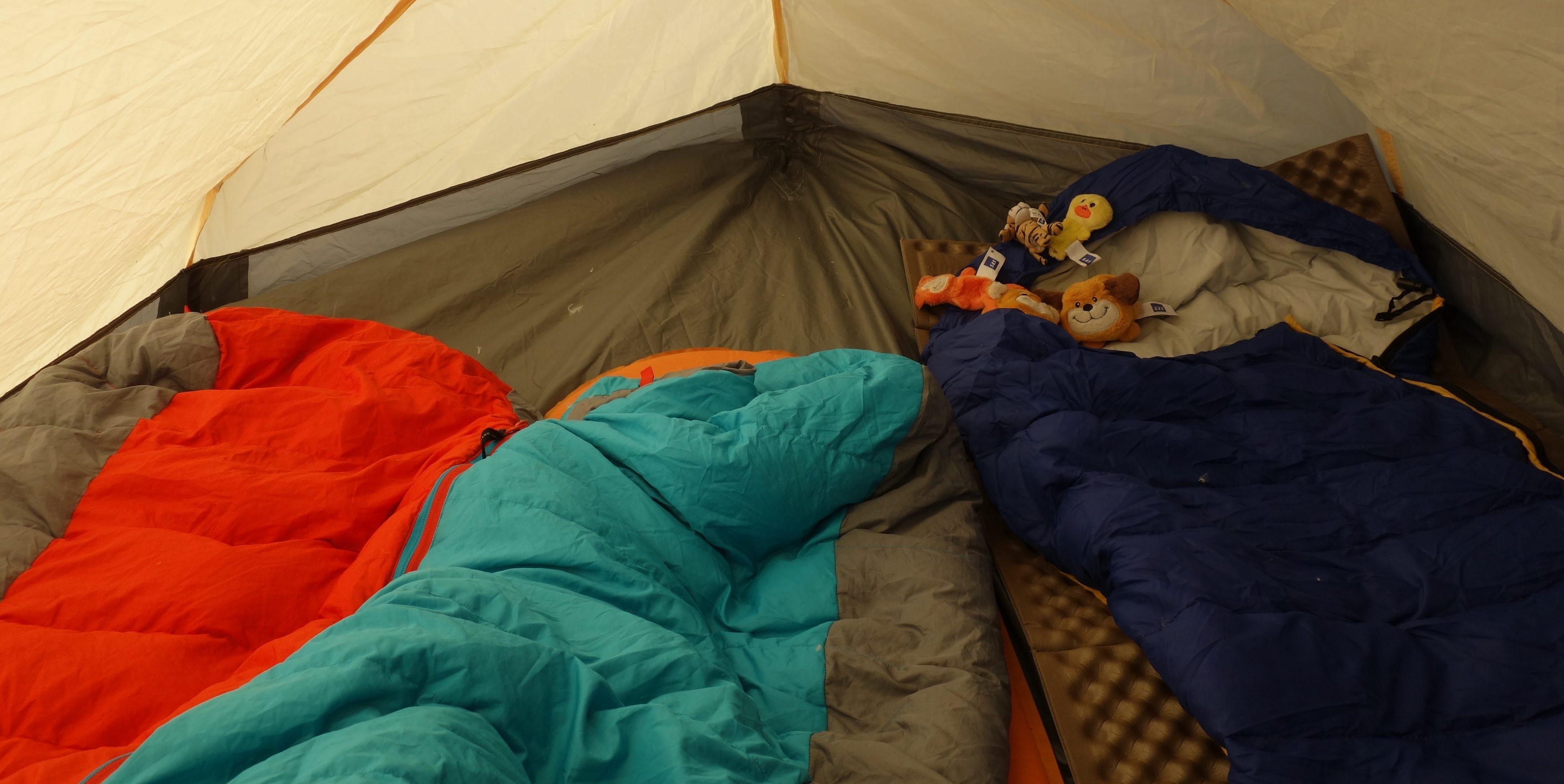 Schlafsäcke im Zelt
