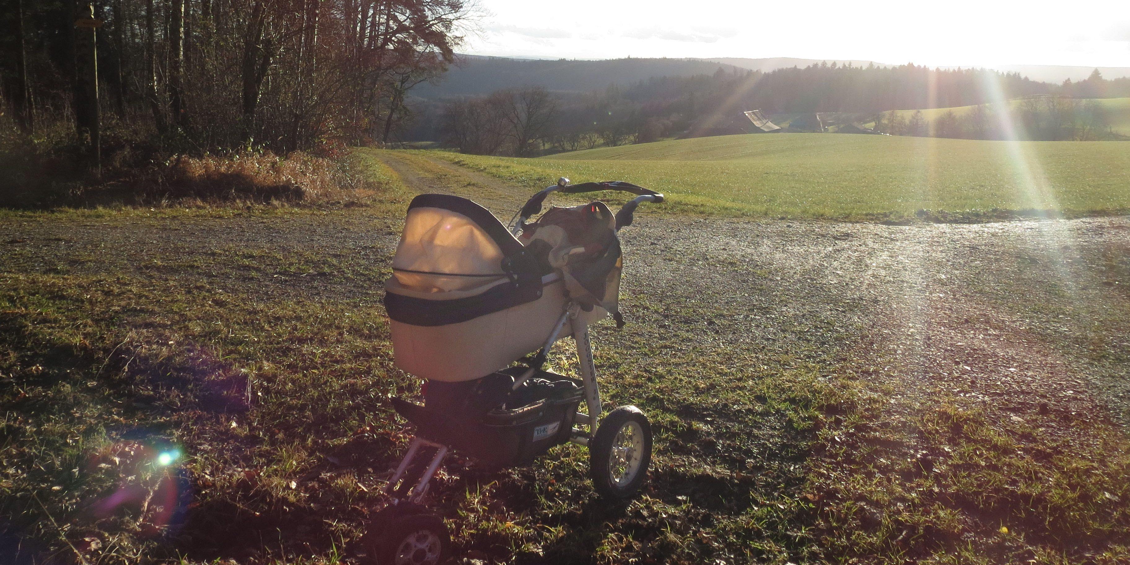 Kinderwagen im Sonnenschein