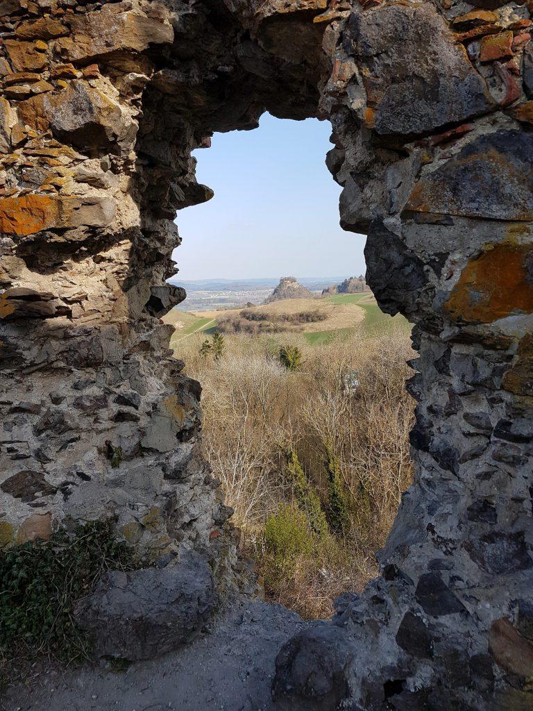 So eine richtige Burgruine hat schon mal ein kleines Loch in der Wand