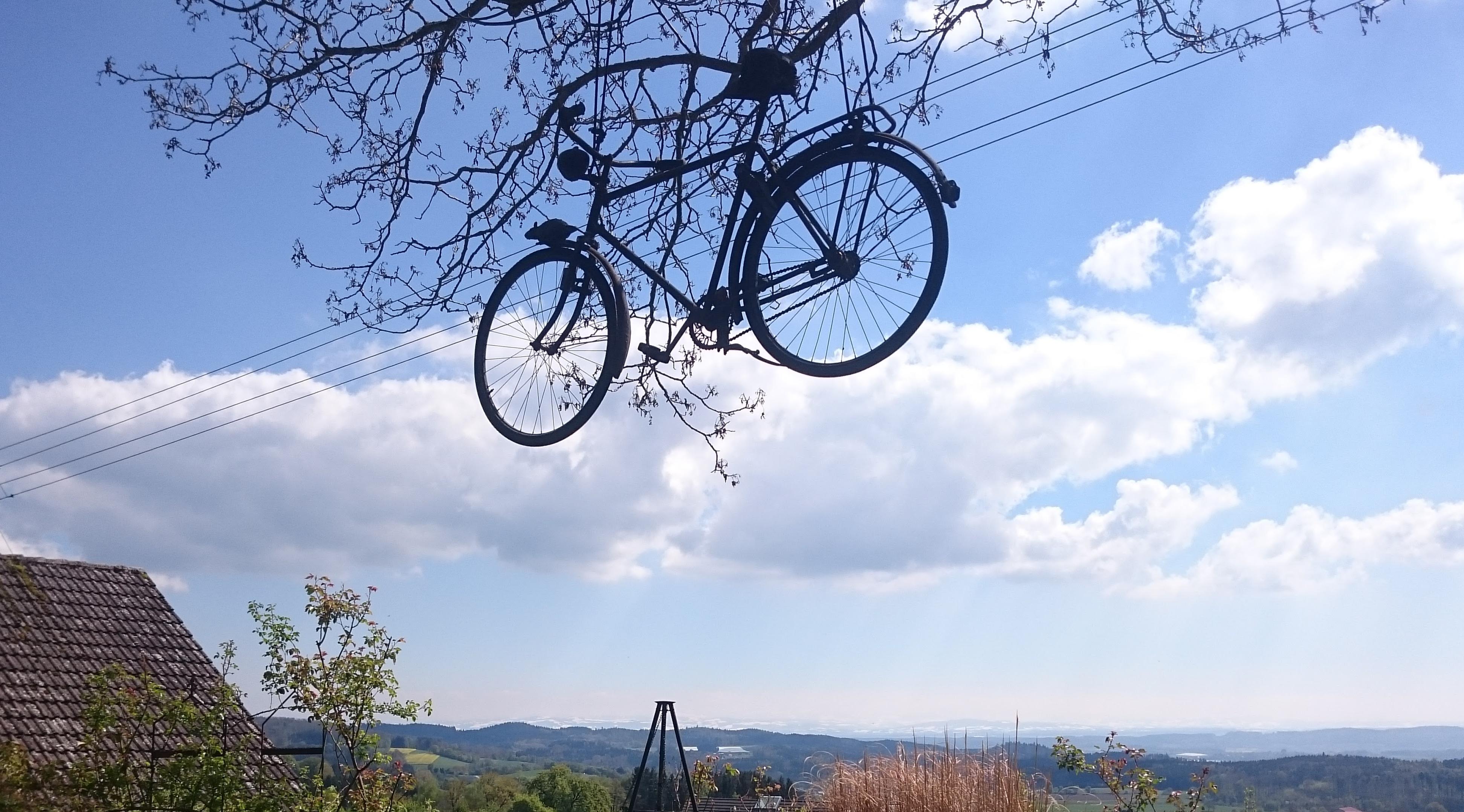 Fahrrad, das durch die Luft fährt