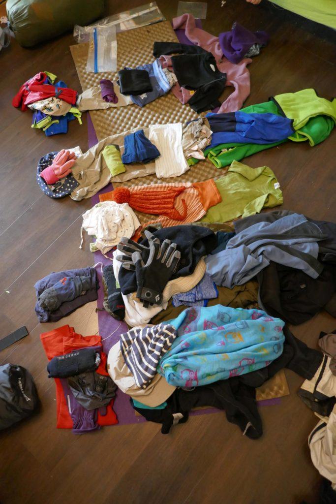 Was packen wir alles ein zur langen Bergtour mit Rucksack??