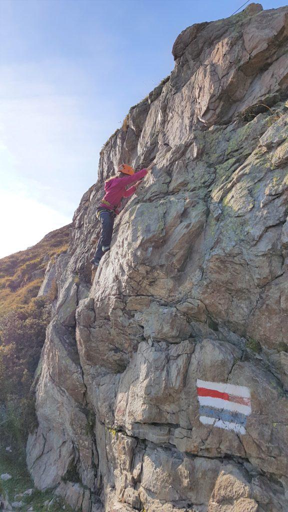 Klettern für Kinder am hüttennahen Kletterfelsen