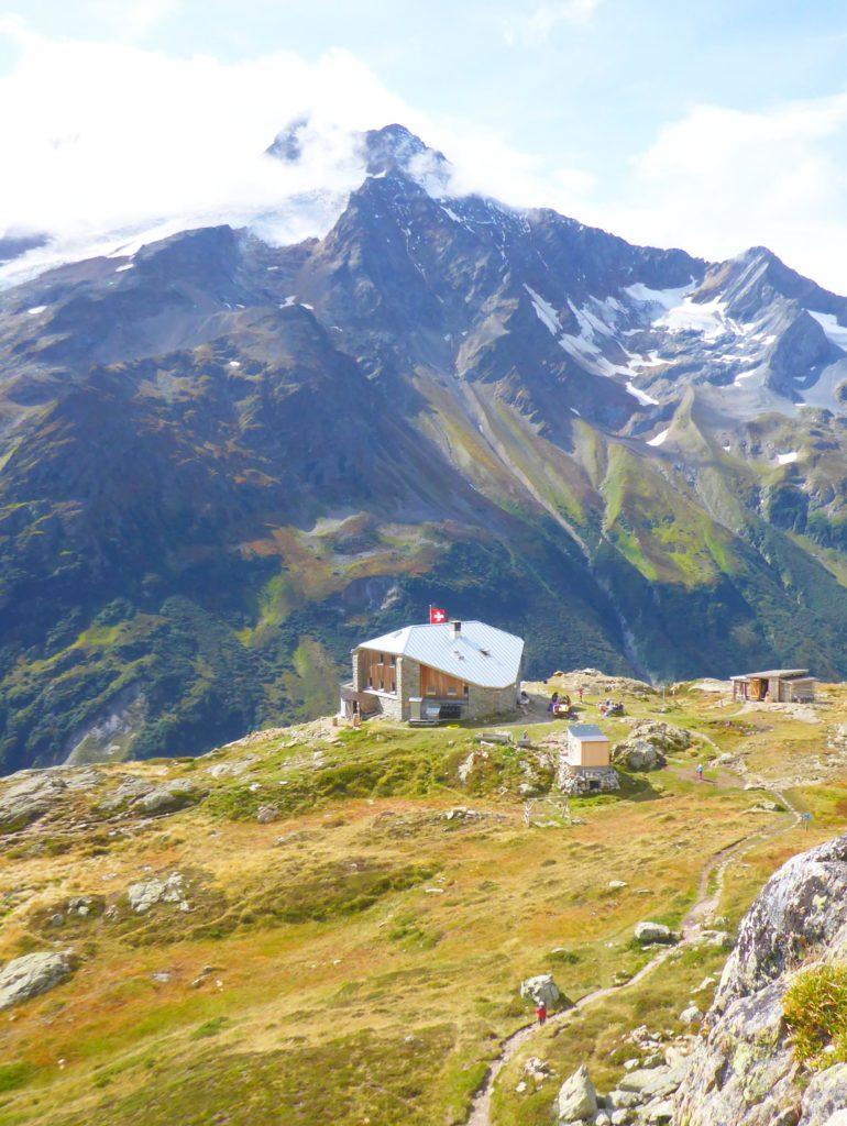 Hütte mit Gletscher-Sicht