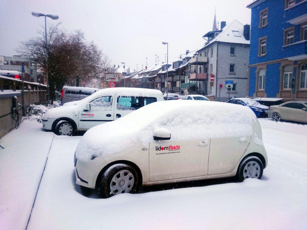 Carsharing Autos im Schnee