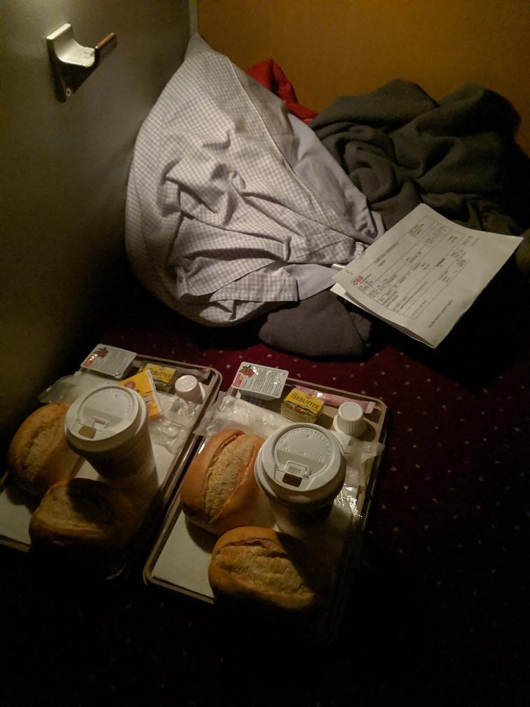 Frühstück im Nachtzug