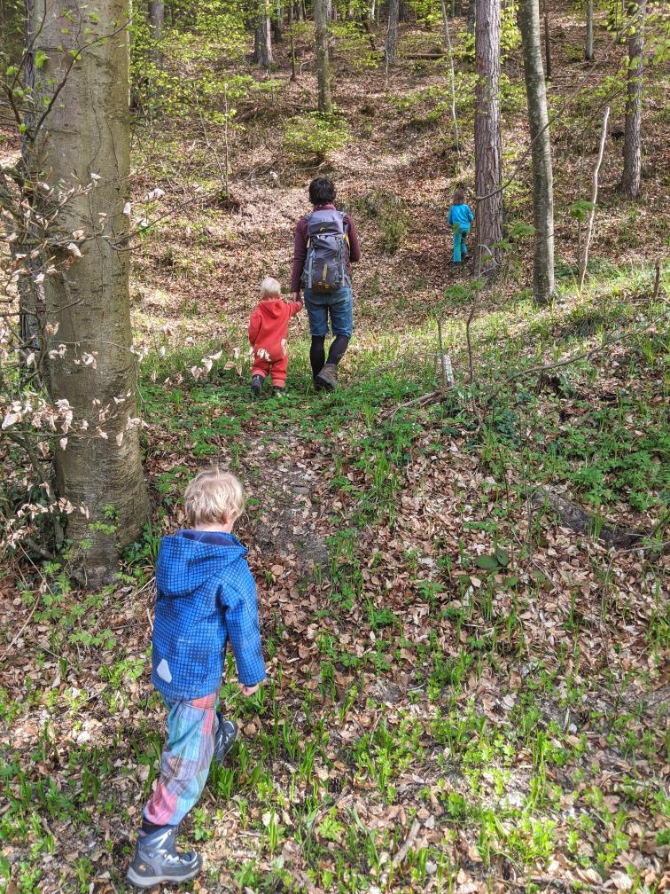 Gemütlich wandern in der Natur mit Kindern