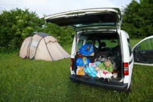 Mit Auto und Zelt und viel Gepäck unterwegs
