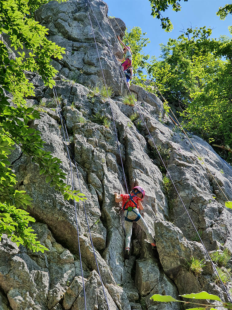 Sonnige Kinder-Kletterei am Stuhlfels im Donautal
